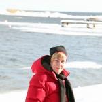 Lena med havet i bakgrunden